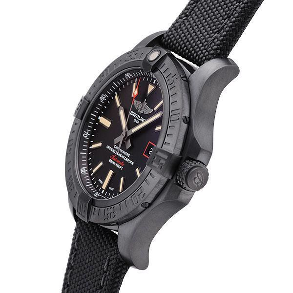 The all-black wrist watches leave people a strong and tough image.