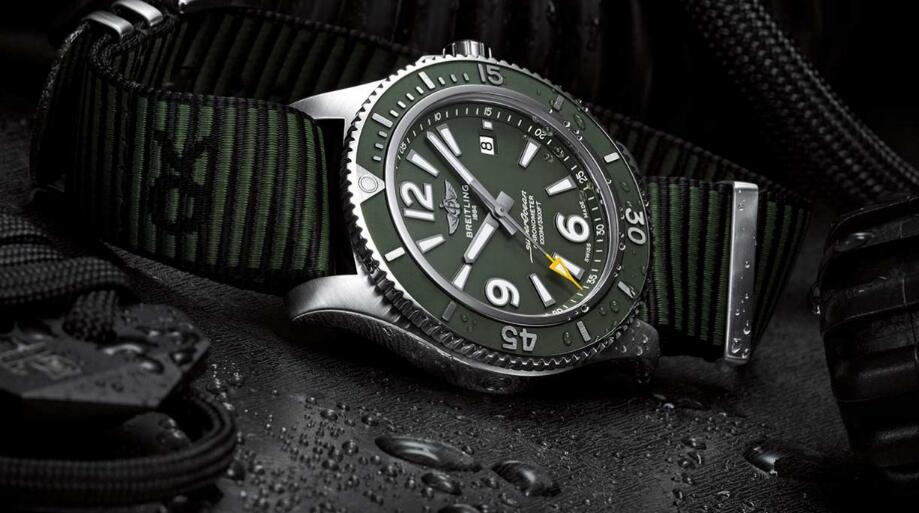 Reproduction watches sales forever have yellow seconds pointer.