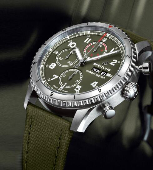 Hot-selling knock-off watches interpret the military charm.