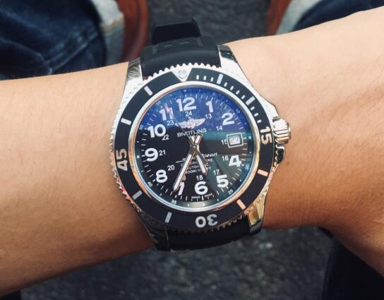 The cheap fake Breitling is good choice for men.