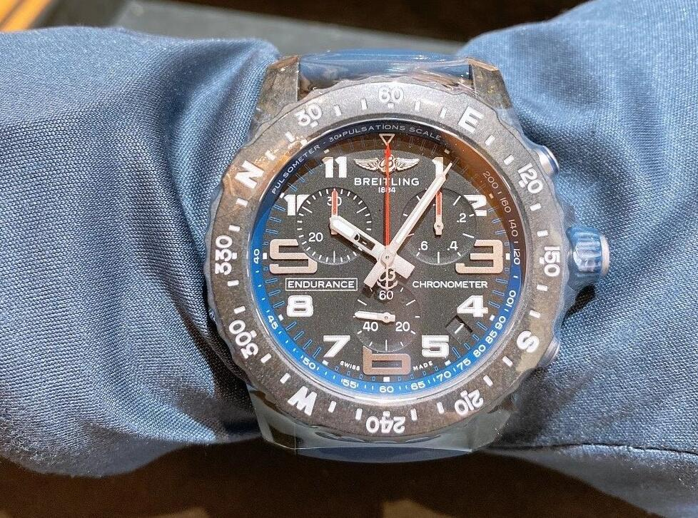 Fake watches at low prices are driven by the SuperQuartzTM movements.