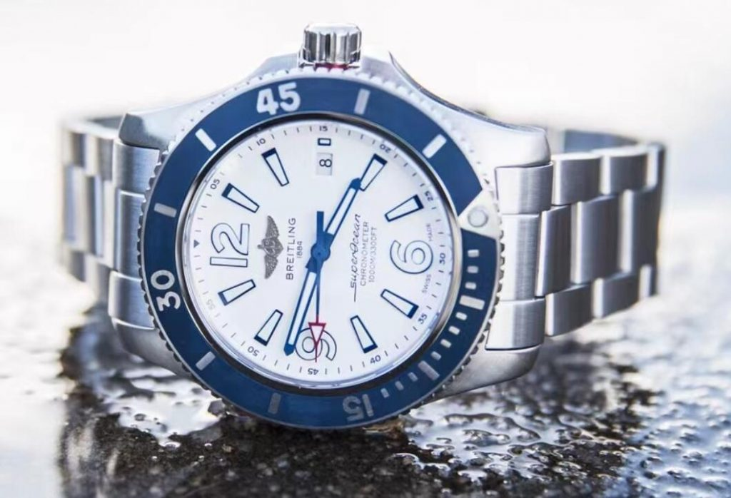 Online fake watches keep the best quality with steel material.