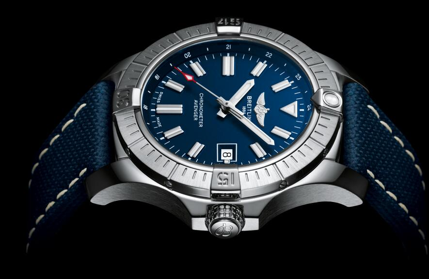 Swiss made replica watches draw your attention with blue color.