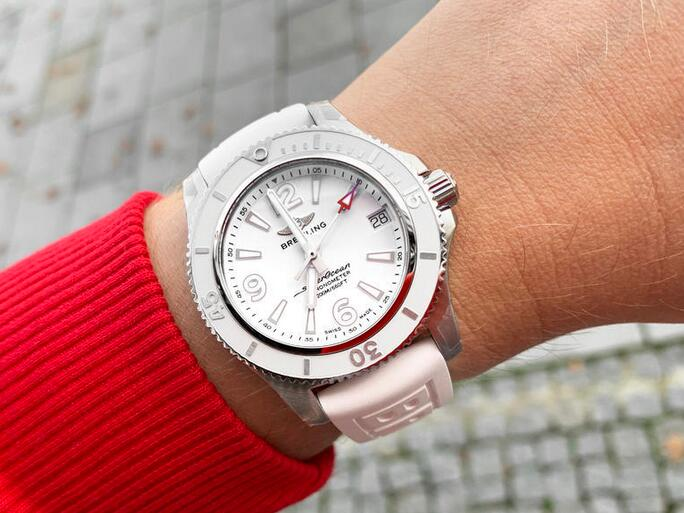 AAA replica watches are coordinated with white dials and white bezels.